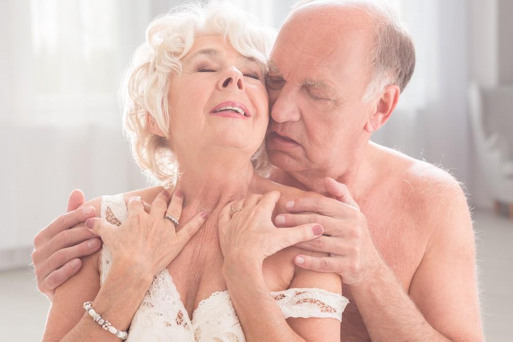 Влагалища секс с женщиной старше онлайн онлайн