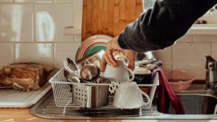 How_Clean_Do_Your_Dishes_Really_Need_to_Be